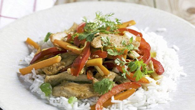 Fried Chicken Recipes for Dinner   Stir-fried chicken with peppers and rice