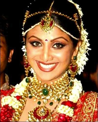 Shilpa Shetty Wedding Picture With A South Indian Style Tikka