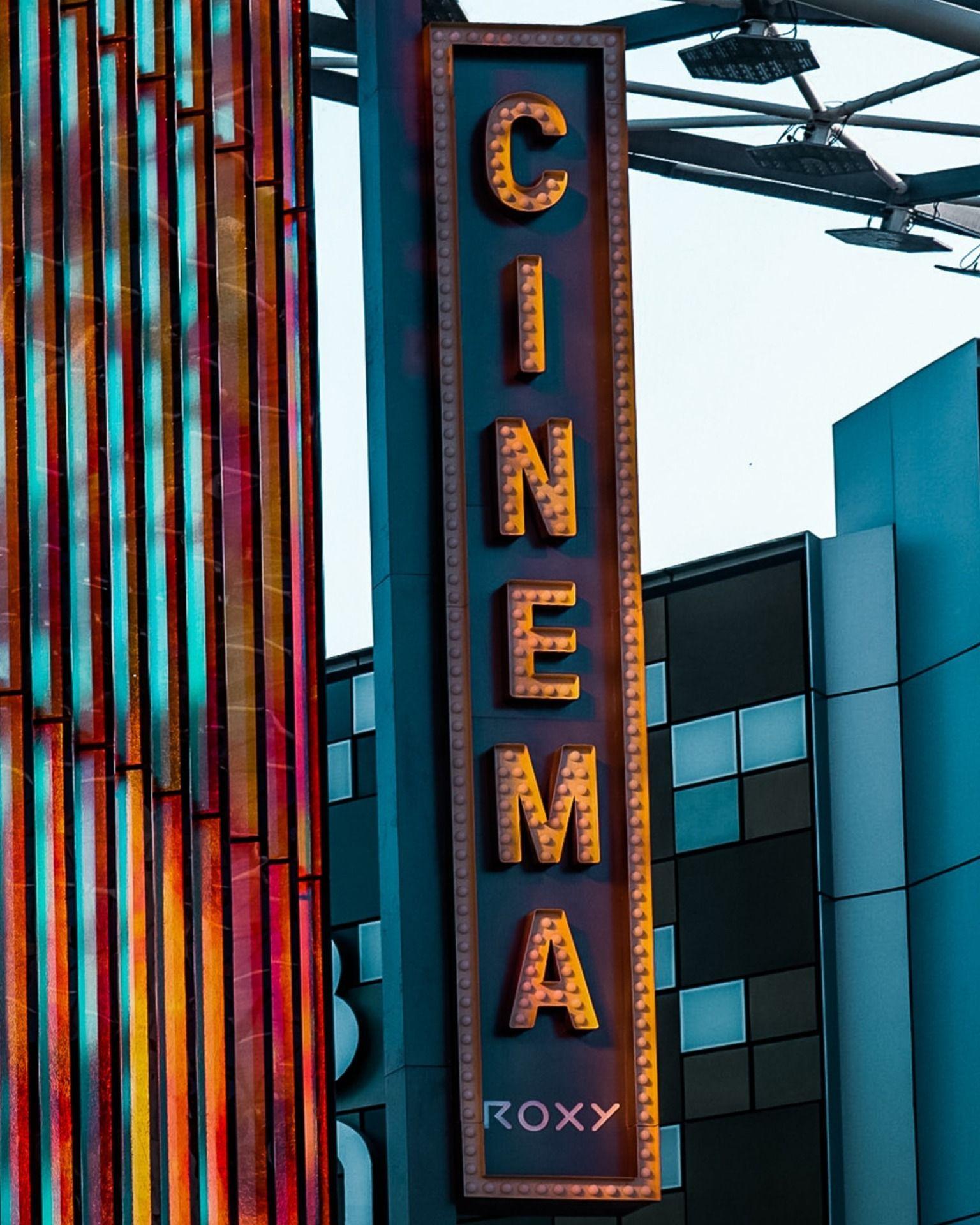 Movie Making At Warner Bros Studio Movie Studio Set Old Hollywood Movies Old Movies