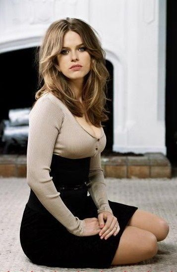 Alice Eve Beautiful Outfits Celebrities Female Actresses