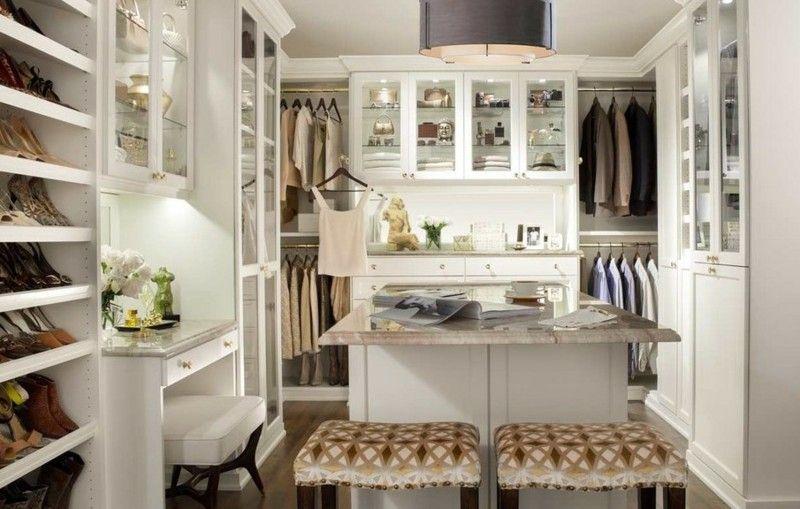 weißer begehbarer kleiderschrank mit vitrinen und schminktisch, Schlafzimmer