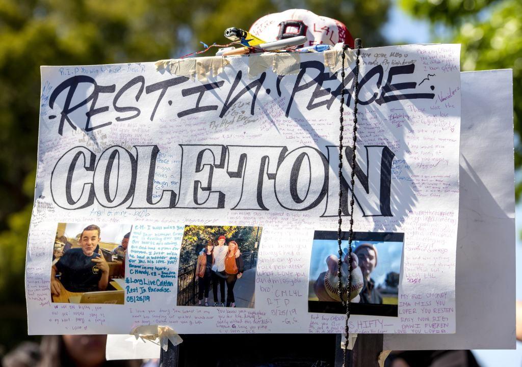 Hundreds At Bolsa Grande High School Mourn Two Teens Killed In Silverado Crash High School Sign Company Five Friends