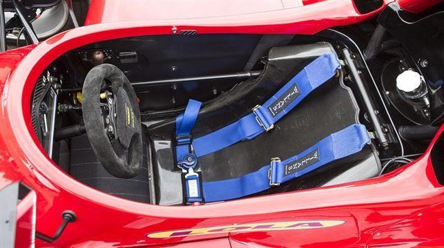 Nu kan du bli ägare till en riktig formel 1-bil som dessutom funkar att köra i vanlig trafik med. Bilen ska upp på Bonhams auktion senare i år.