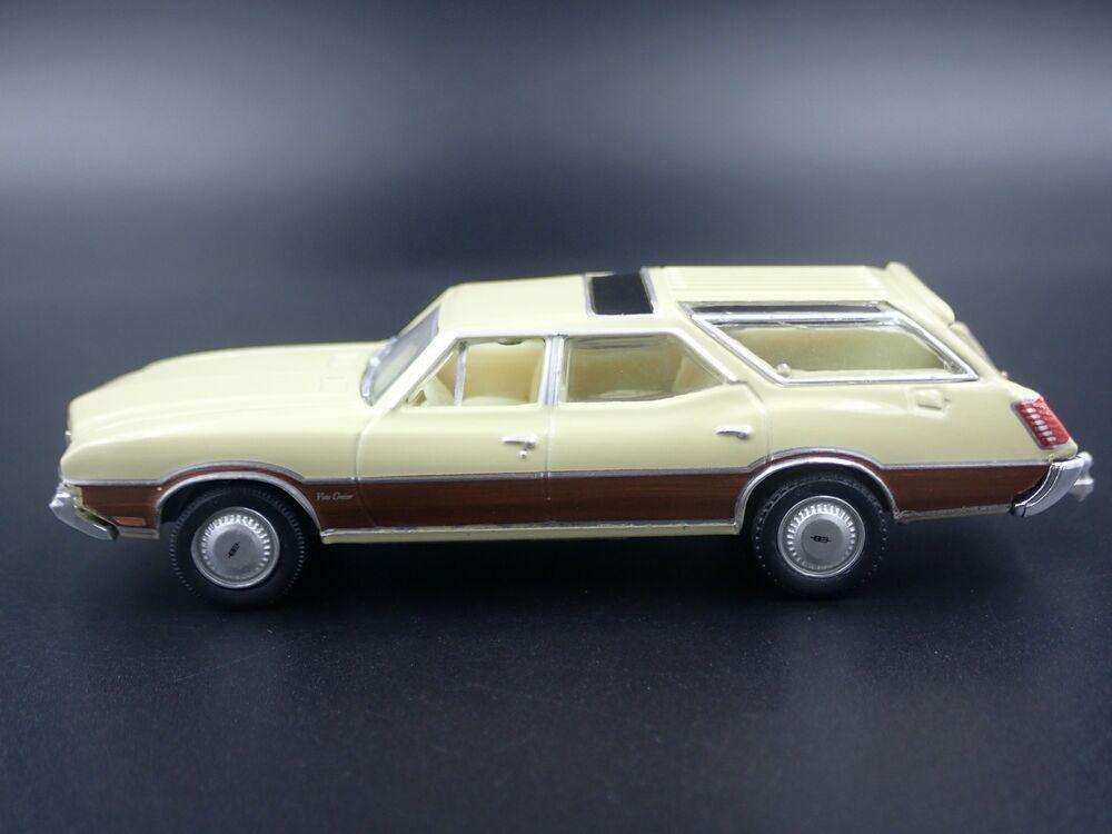 1970 70 OLDS OLDSMOBILE VISTA CRUISER WAGON W HITCH 1:64 SCALE DIECAST MODEL CAR