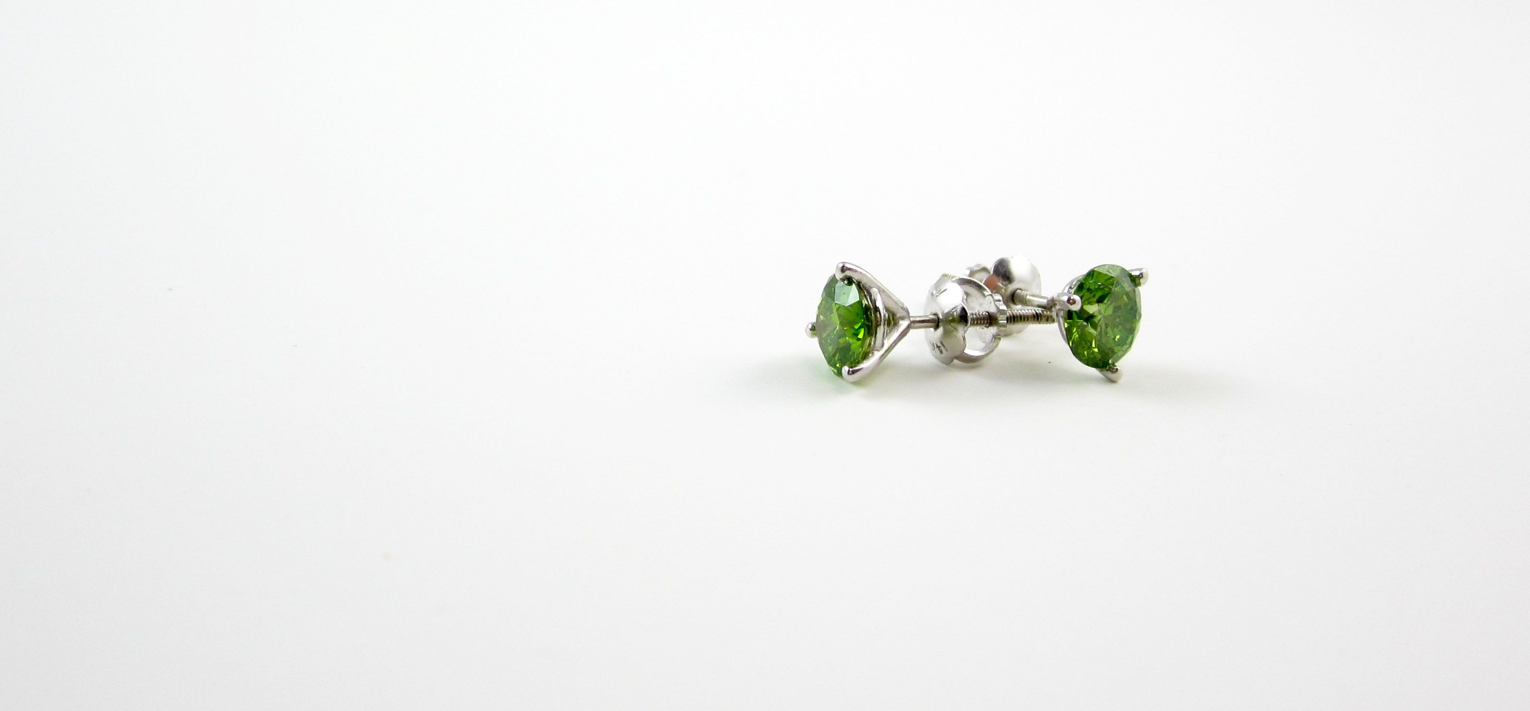 The sparkle of a diamond, the green color of paradise