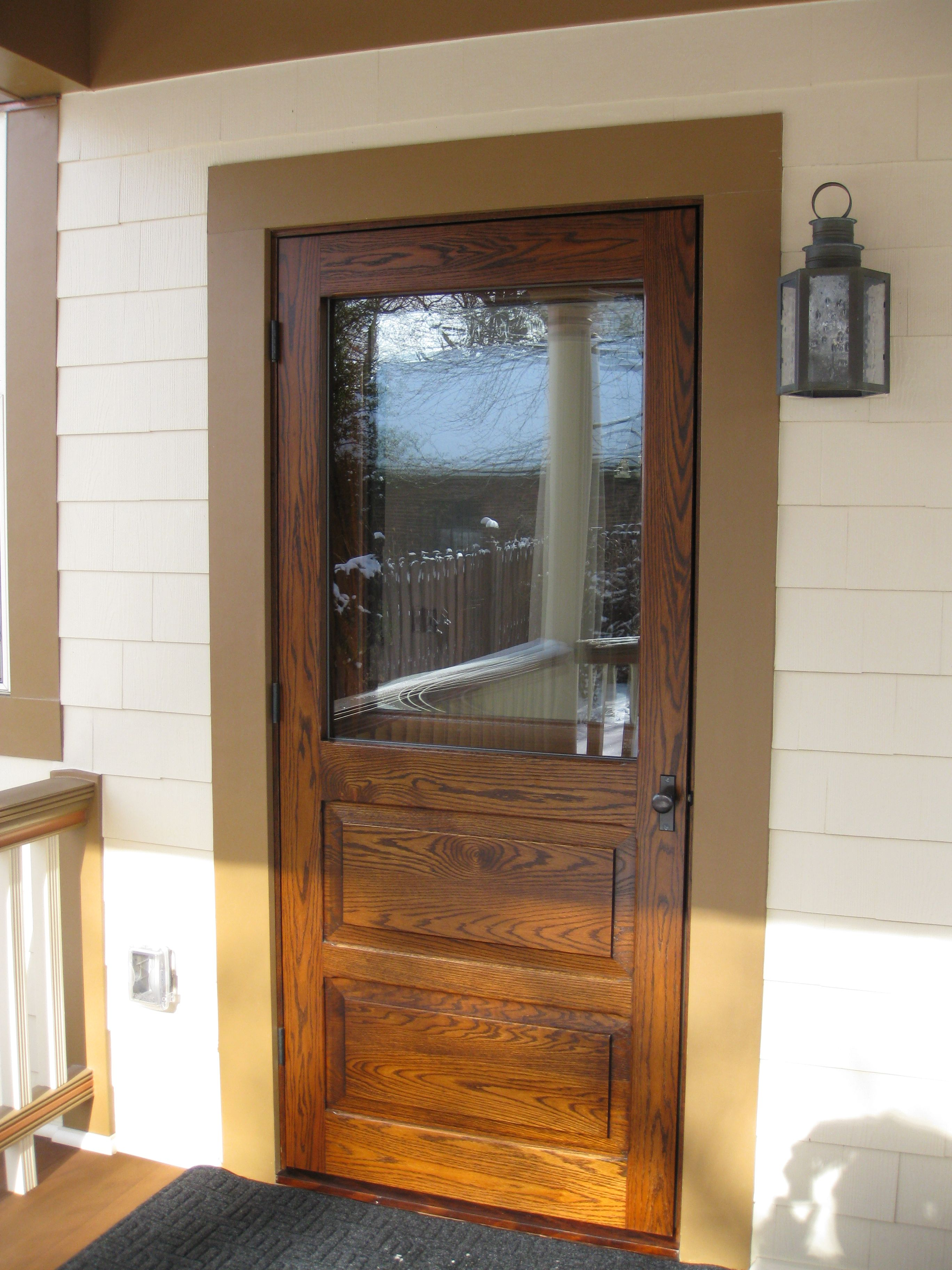 Traditional Screen Storm Door In Solid Red Oak With Oil Rubbed Bronze Hardware Www Vintagedoors Com Front Door Storm Door Farmhouse Style