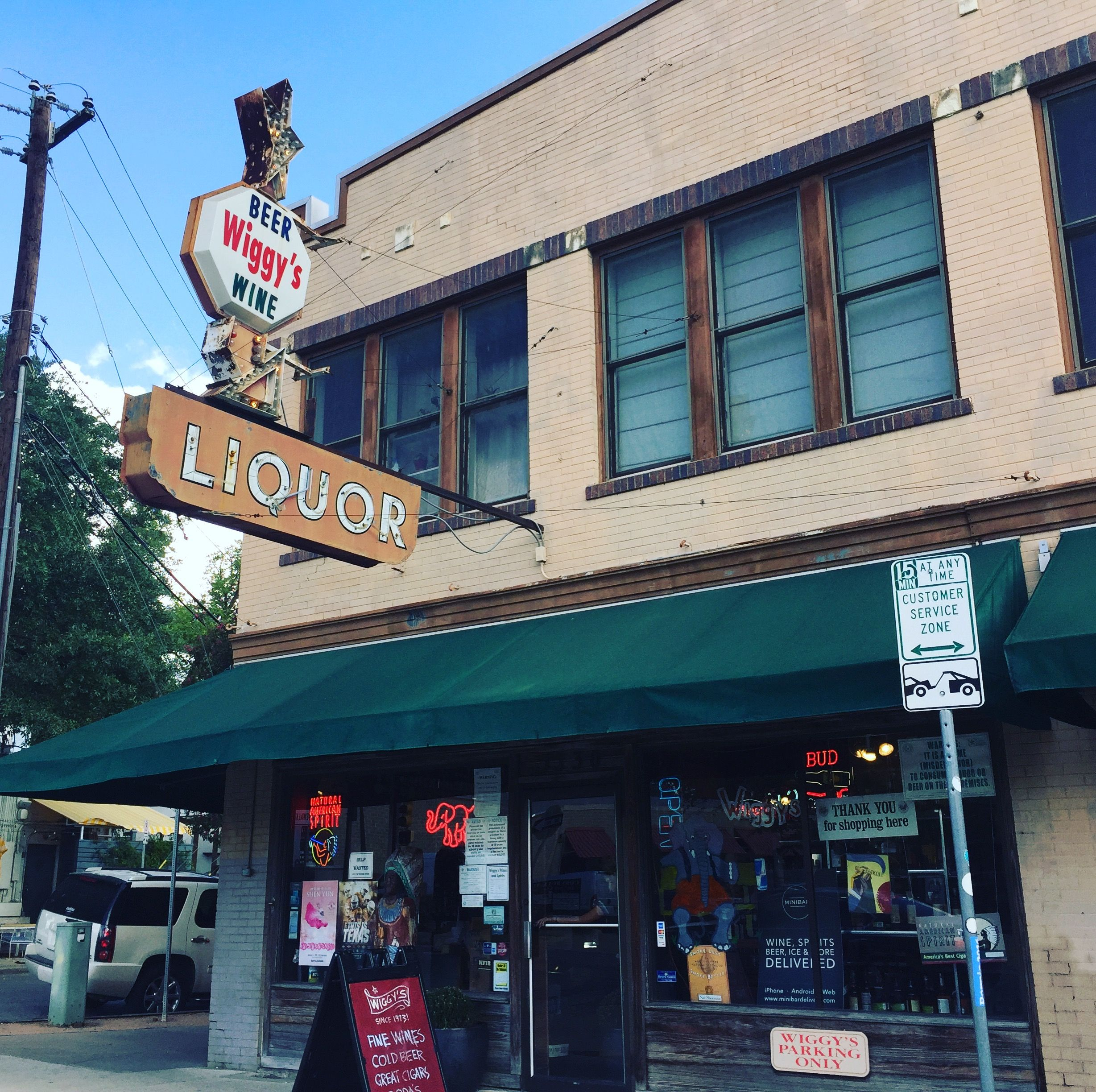 Apartments For Lease Downtown Los Angeles: Downtown Austin Apartment For Lease Above Liquor Store