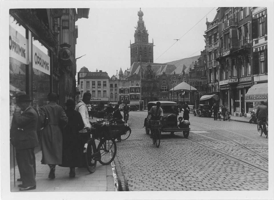 Gezien vanuit de Korte Burchtstraat 19/8-1937 Stadscentrum Nijmegen,Grote markt