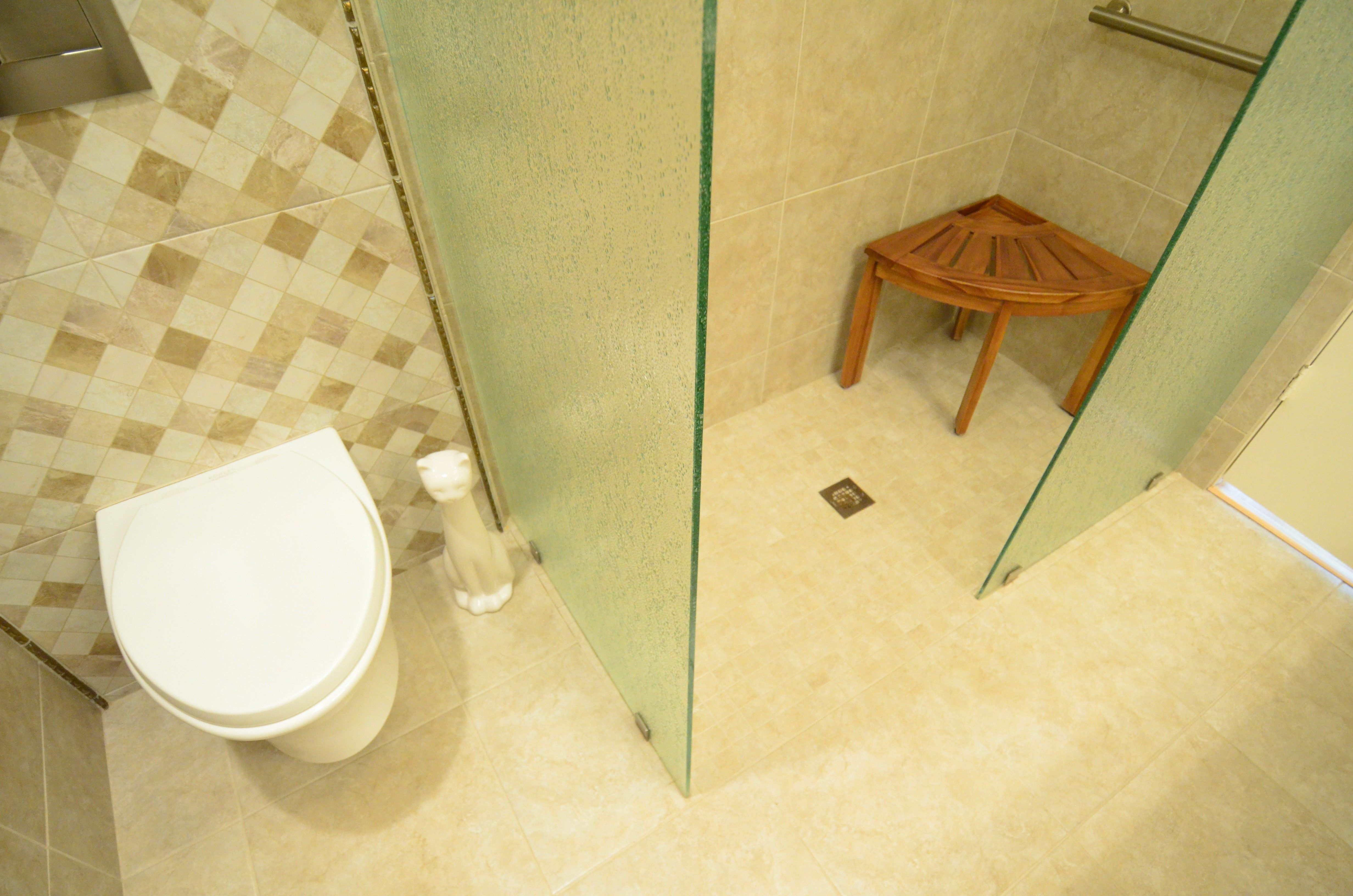 wall hung toilet allows for better clearance & cleaning, 2-stage ...