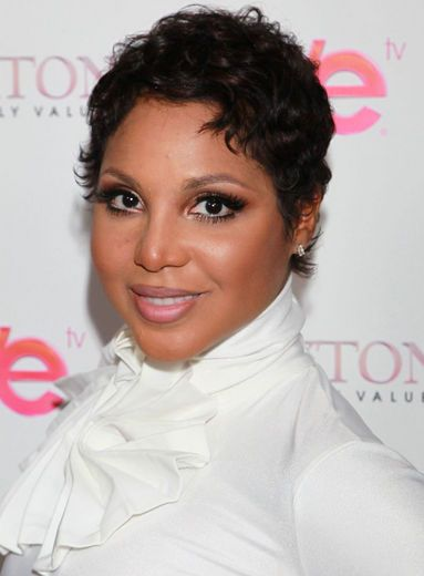 Toni Braxton S Short Curly Pixie Shows Off Her Gorgeous Doe