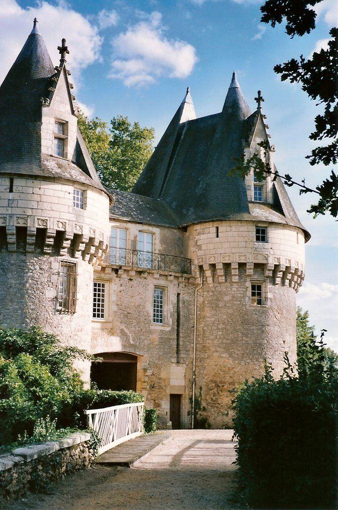 Château de Bazouges-sur-le-Loir remanié au XVème siècle. Sarthe région Pays de la Loire, France.