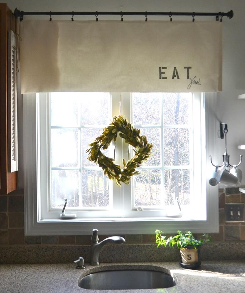 Wood Valance Over Kitchen Sink: Simple Kitchen Curtain W/ Small Window Wreath.