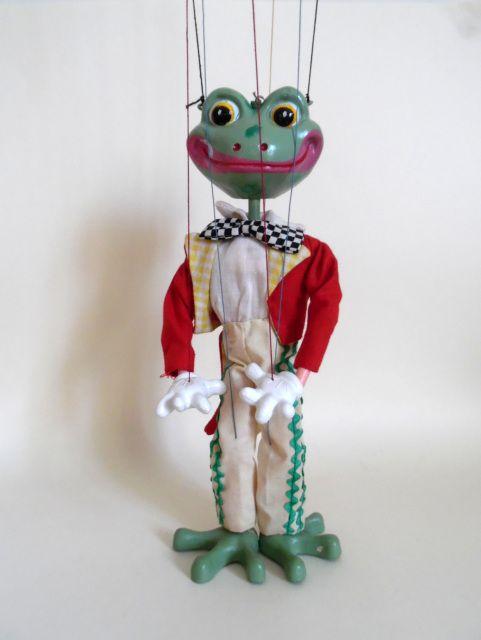 YELLOW BOX A-H - The Vintage Pelham Puppet Shop