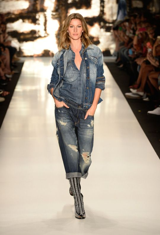 Supermodel Gisele Bündchen's Best Runway Moments - Yahoo Style India