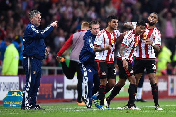 Patrick van Aanholt (2ndR) of Sunderland celebrates scoring his team's opening goal with team mates during the Barclays Premier League match between Sunderland and Everton at the Stadium of Light on May 11, 2016 in Sunderland, England.