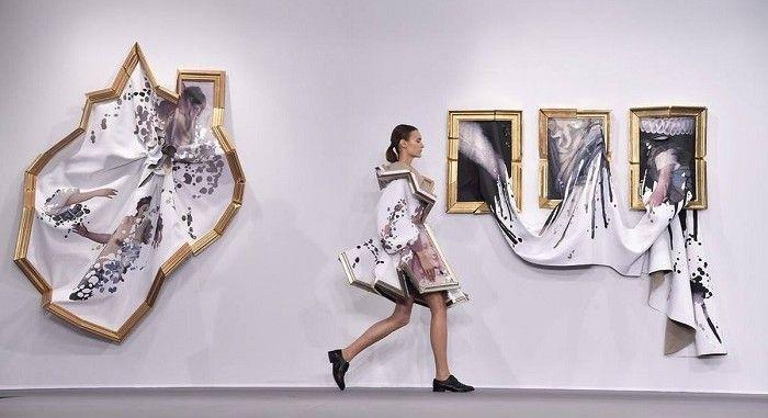 Wearable Portrait Dresses Designed By Viktor Rolf Fashion Inspiration Design Fashion Paris Fashion Week