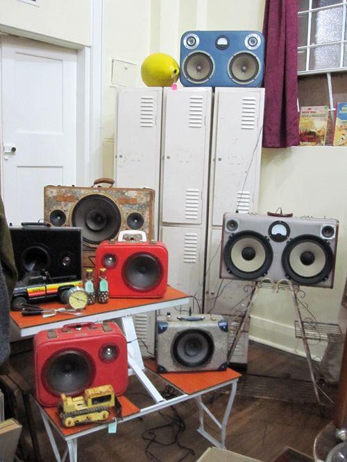 Vintage suitcase speakers = awesome | Speaker Box/Case | Diy