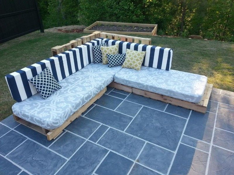 Wow How Beautiful This Pallet Couch Seems In This Outdoor Well Simply Outstanding Thi Wood Pallet Outdoor Furniture Pallet Furniture Outdoor Pallet Outdoor