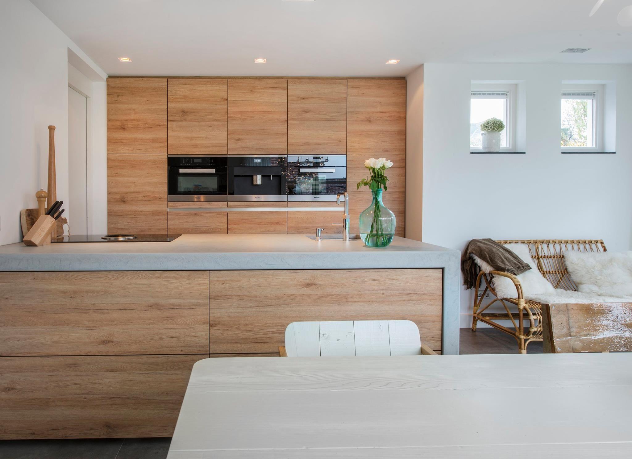 Keuken Beton Moderne : Prachtige moderne keuken met betonnen werkblad dat naadloos tot de