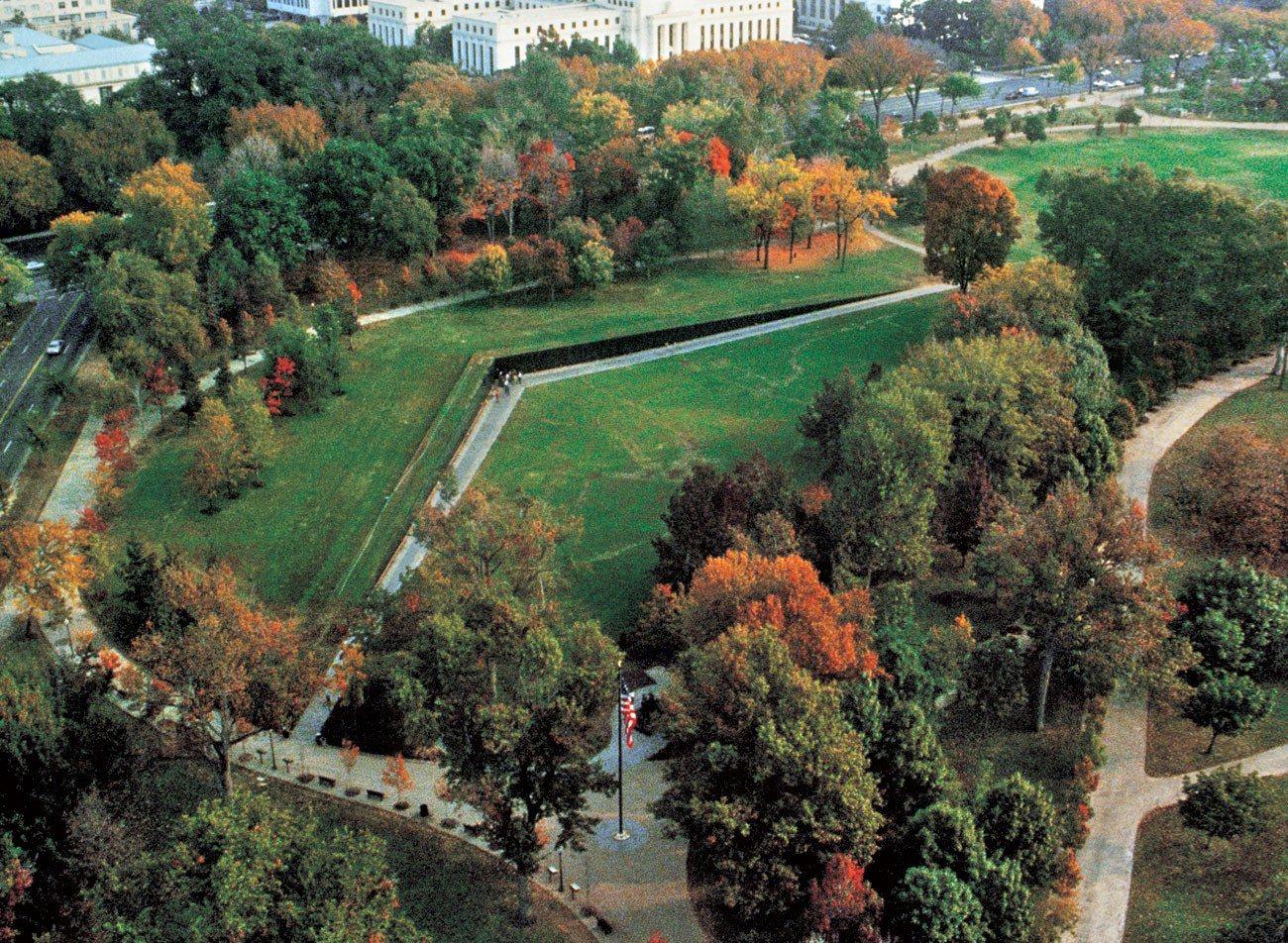 On Its 30th Anniversary Revisiting The Controversy Of Maya Lin S Vietnam Veterans Wall Maya Lin Vietnam Memorial Vietnam Veterans