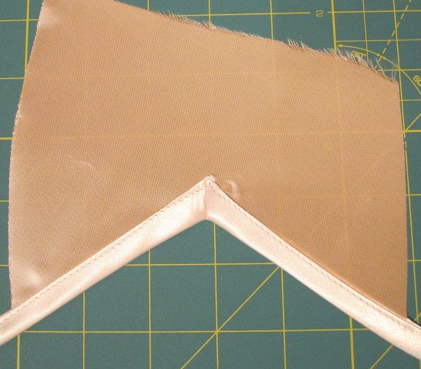 How to bind and inverted corner with bias tape.