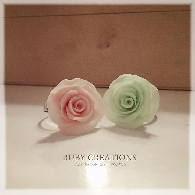 Just simple and romantic rose rings, custom made #rosering #rose #ring #polymerclay #coldporcelain #pastapolimerica #flower #jewelry #jewellery #ring #fimo #cernit #sculpey #pinkroses #greenrose #pink #green #romantic #madeincroatia #croatia #design #fashion #instagood #instalike #giftideas #gift #giftforher #custommade #rubycreations