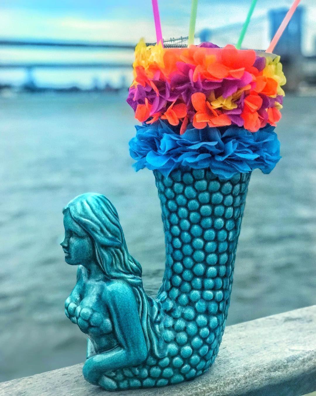 The Siren Giant Margarita Watermark Bar Https Www Facebook Com Insiderfood Videos 1743397259298077 78 South St New York Ny 1 Margarita Videos Sirens