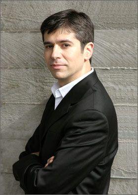 Rustem Hayroudinoff, piano