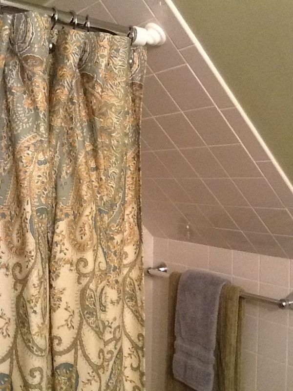 Help I Dont Know How To Do A Shower Curtain On My Attic Bath Chez Lar