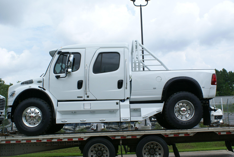 Resultado De Imagen Para Camionetas Freightliner Hellcat