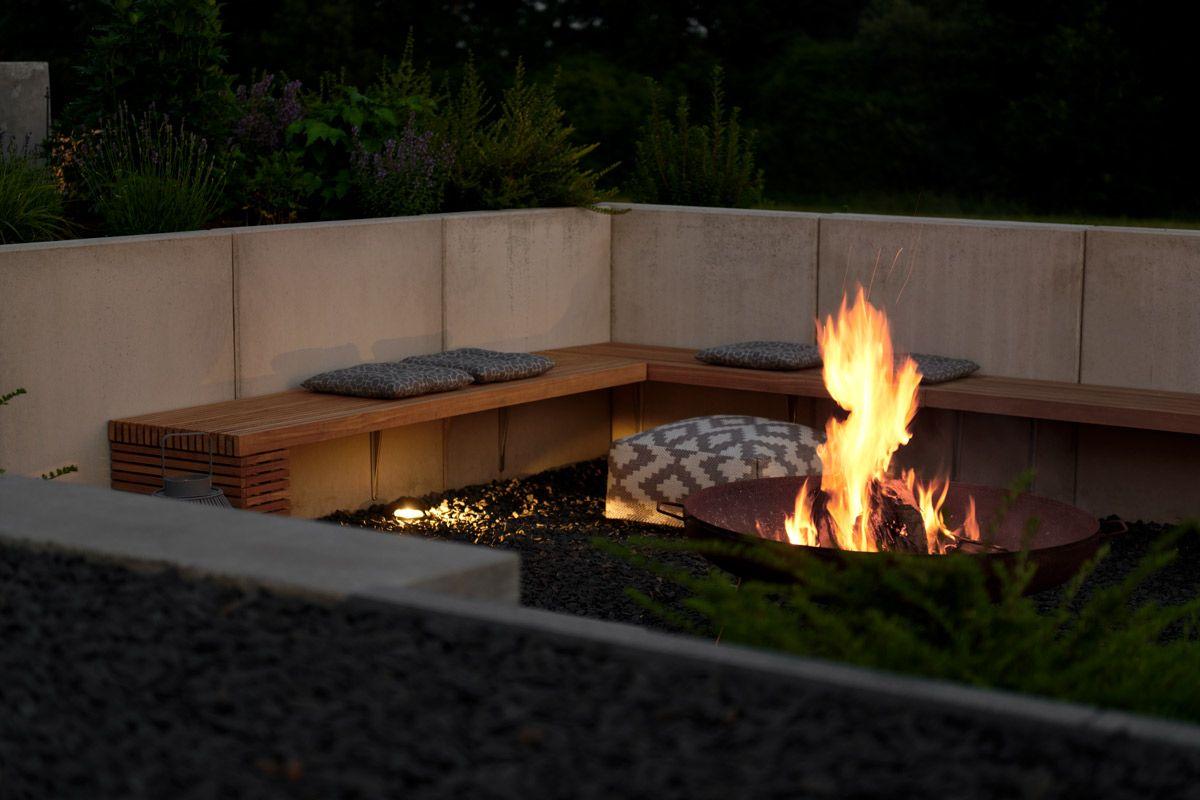 Garten Die Neue Feuerstelle Und Lichtkonzept Im Garten Mxliving Landschaftsbau Fur Kleinen Hinterhof Feuerstelle Garten Kleiner Hinterhof Design