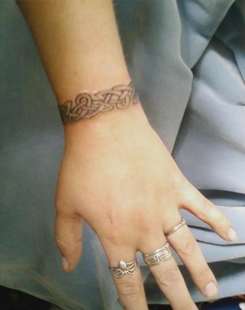 Celtic Wrist Band Tattoo Design For Girls Jpg 500 634 Armband Tattoo Design Celtic Band Tattoo Arm Band Tattoo