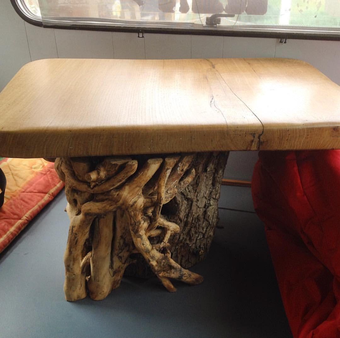 Table basse pour salon. Tronc de poirier, et lierre grimpant autour, plateau  en chêne massif. 68eecbcf76c6