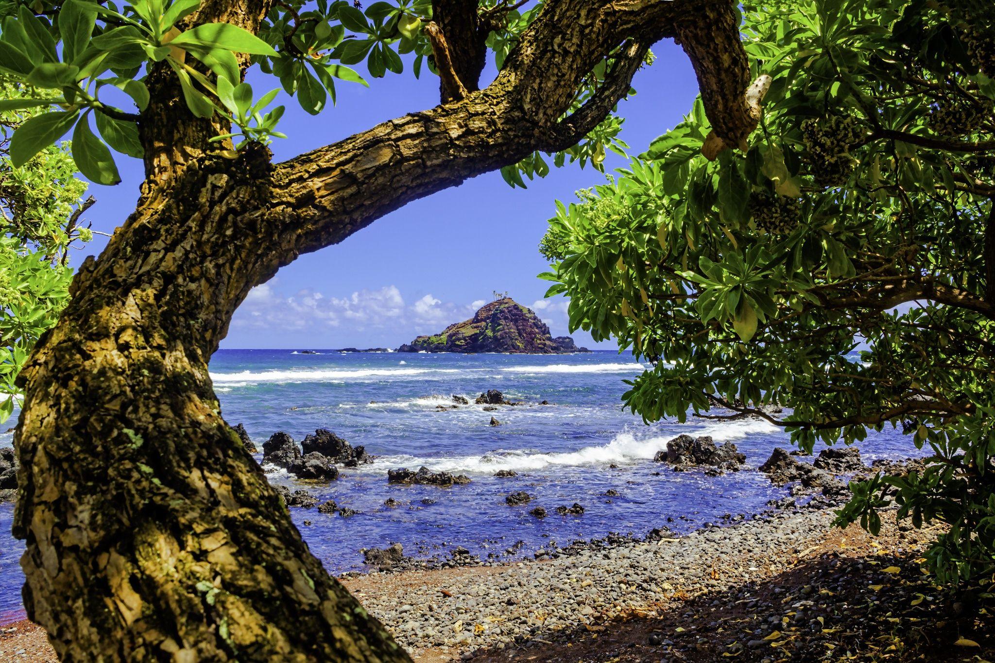 'Alau Island, Koki Beach, Hana, Maui Hawaii. by Leslie ...