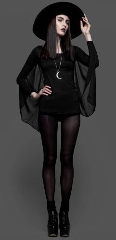 How to dress gothic style