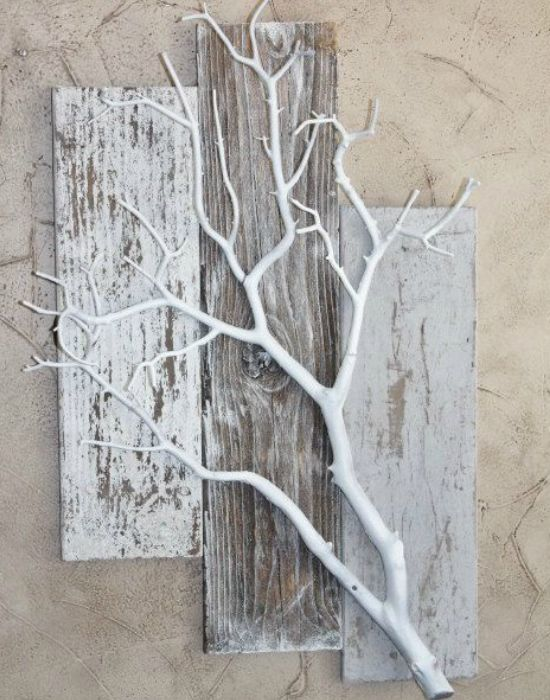 Decorating the walls of dry tree branches • Of course, I love handicrafts