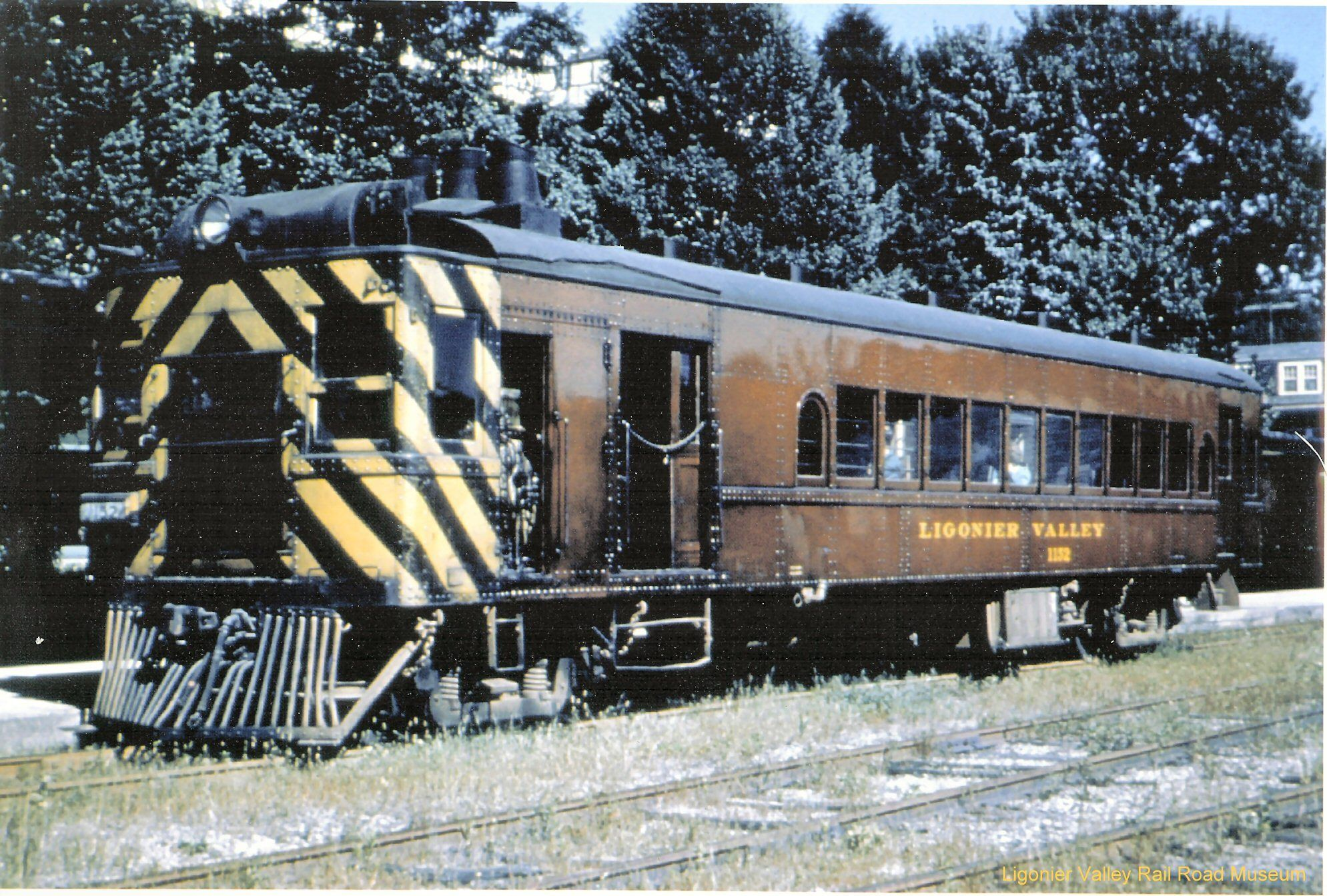 The Ligonier Valley Rr Emc Gas Electric Rail Car 1152 Was One Of Four Second Hand Rail Motor Cars They Owned Rail Car Gas And Electric Motor Car