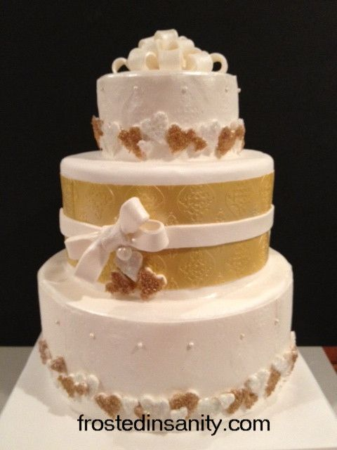 Gold cake! #photofrost #ebosser #cakedecorating #wedding #embossed