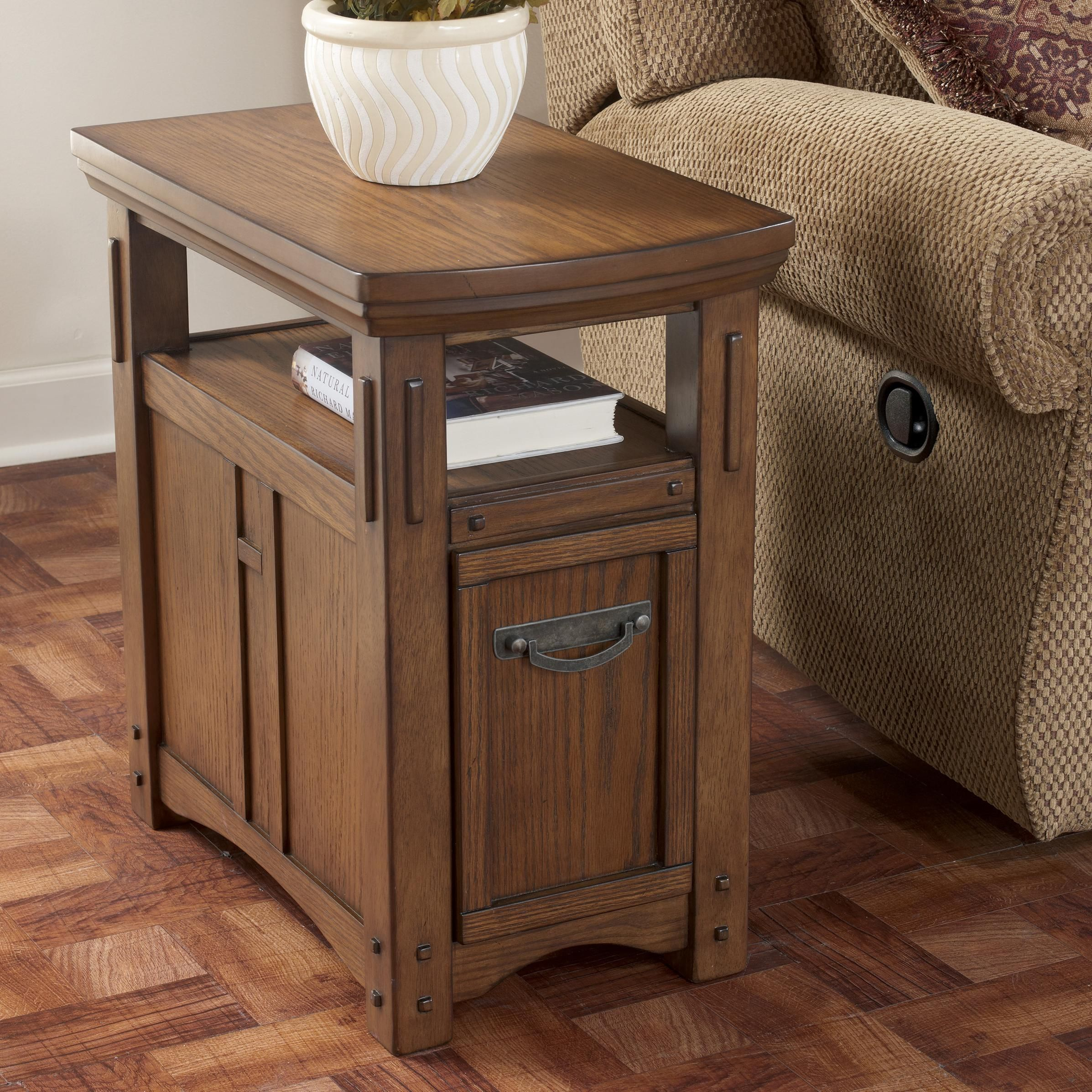 Best Kelvin Hall Chairside End Table By Signature Design By 400 x 300