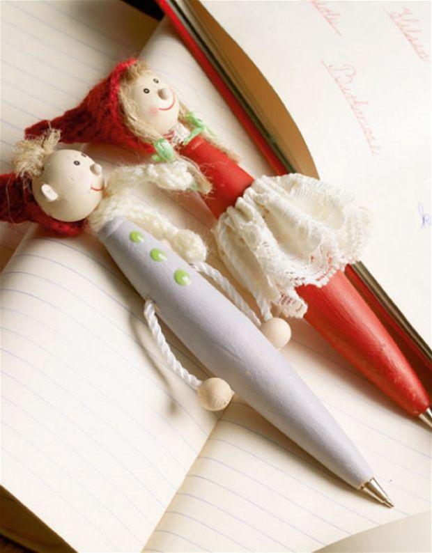 Familiens ældste børn vil bestemt nyde at skrive deres egne ønskelister med en nissekuglepen lavet til lejligheden.