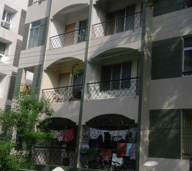 2 BHK 1350 SF Royal Roof Apt For Rent Race Course