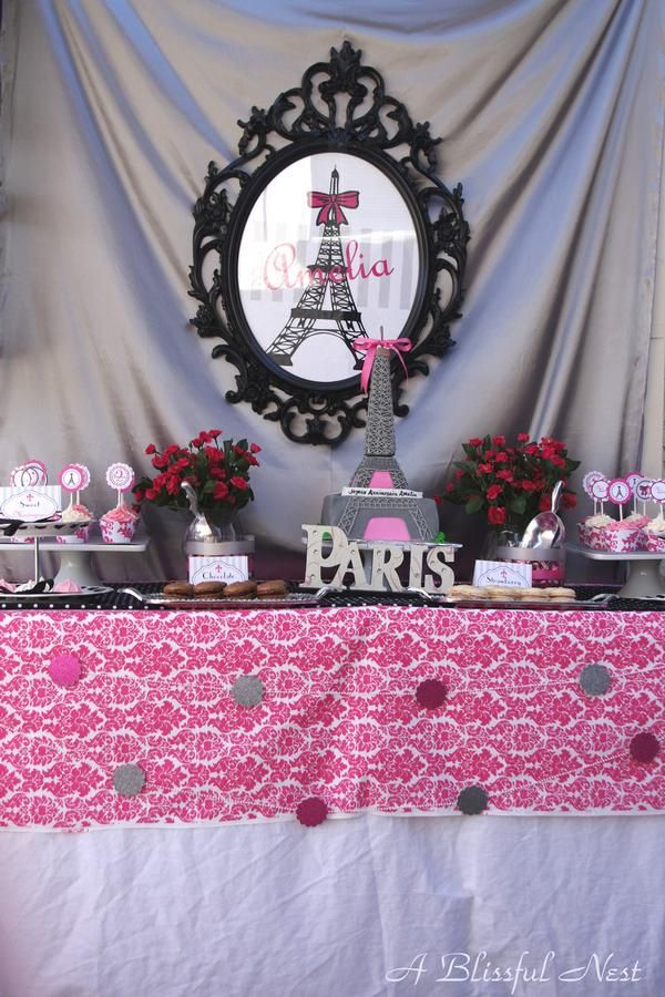 Eiffel Tower Party Decorations Ideas from i.pinimg.com