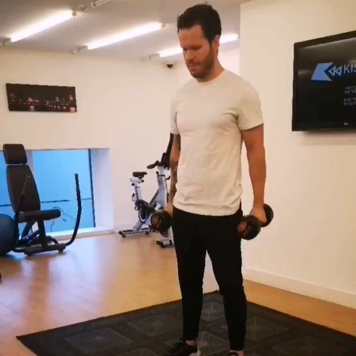 ARMS CIRCUIT 🔥 Something a little different today, an arms circuit using dumbbells/bodyweight. 5 exe...