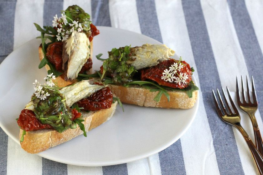 Pinchos De Rucula Tomates Secos Y Caballa En Conserva Casera
