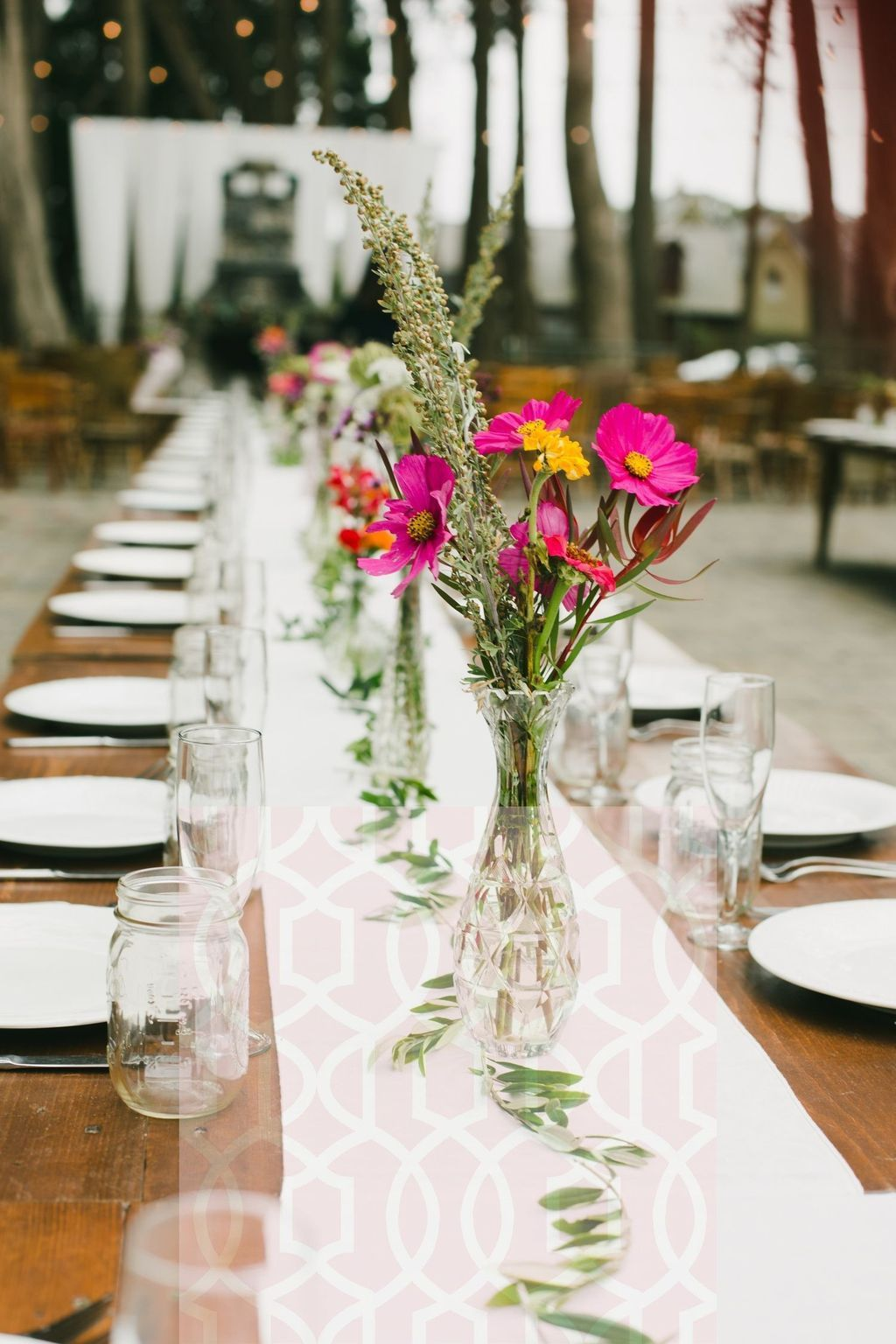 35 Lovely Bud Vase Centerpiece Decor Ideas For Your Dining Table