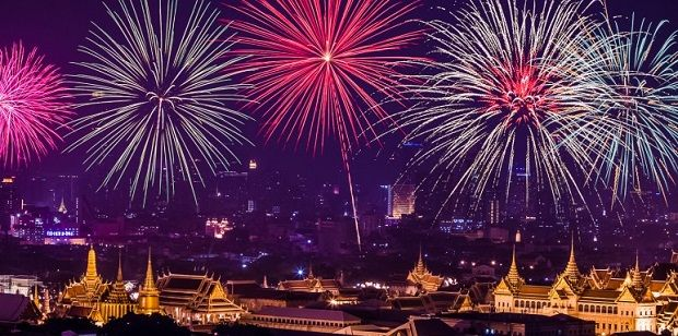 Celebrating The New Year Eve In Bangkok Thailand New Years Eve Fireworks Bangkok Amazing Destinations