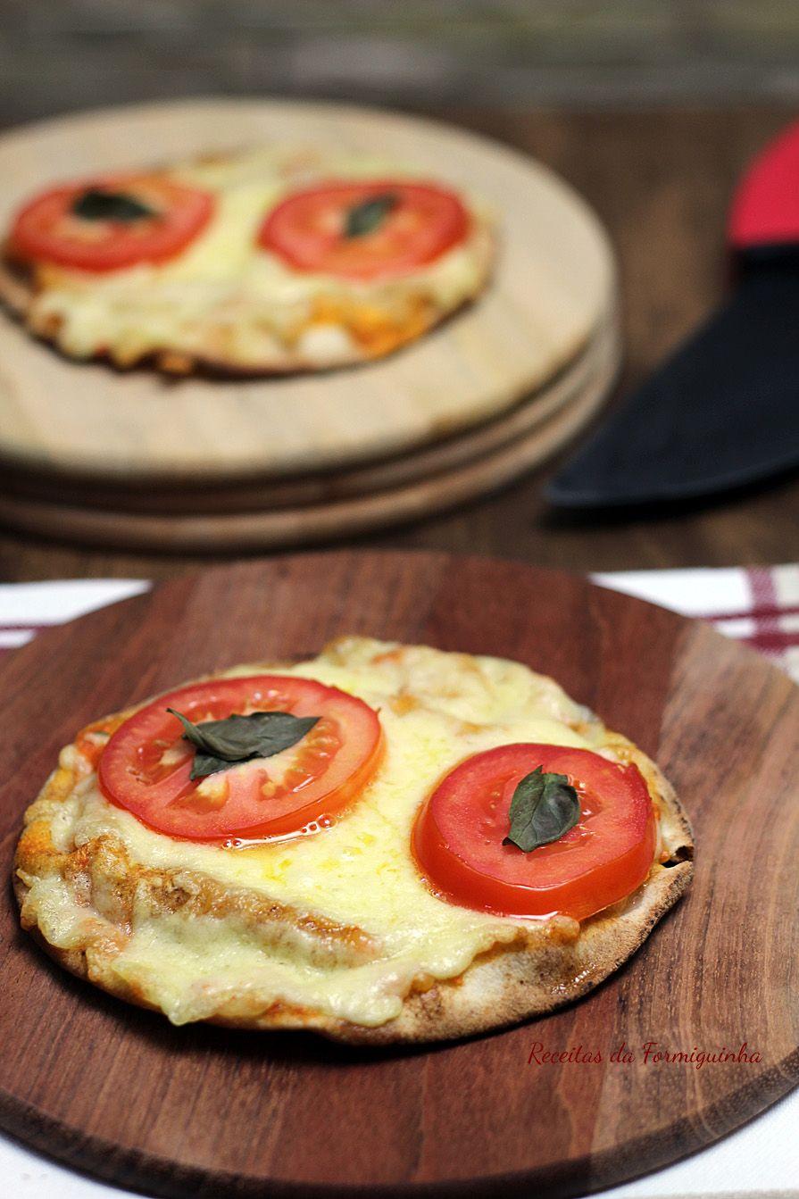 Pizza no Pão Sírio com Molho de Tomate Caseiro - Receitas da Formiguinha