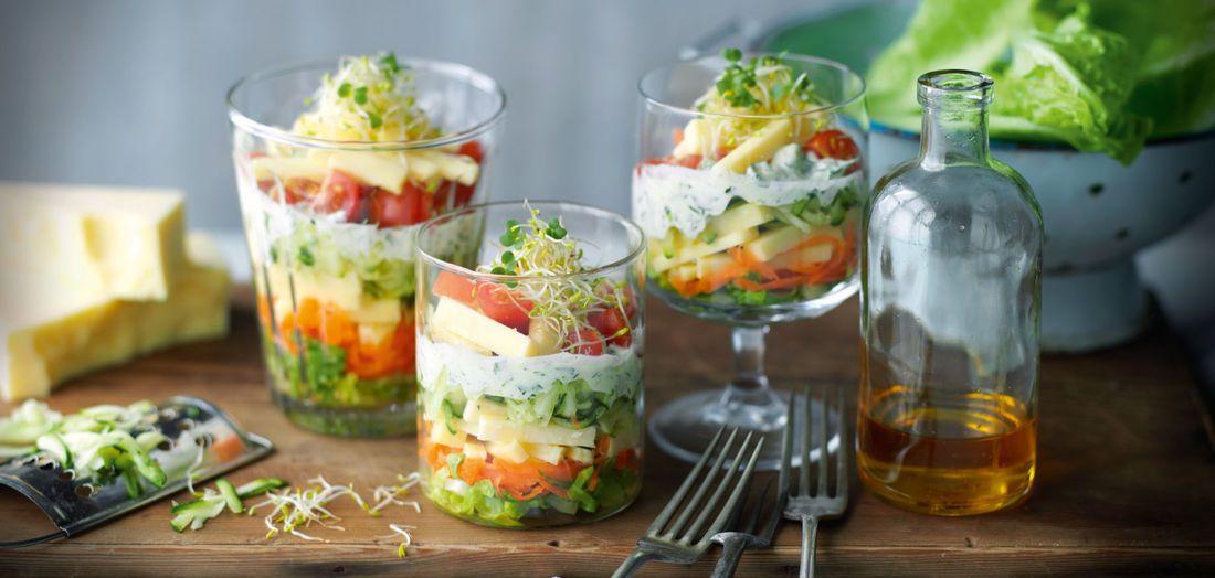 bunter salat im glas rezept in 2019 food drinks fingerfood im glas rezepte salat im. Black Bedroom Furniture Sets. Home Design Ideas