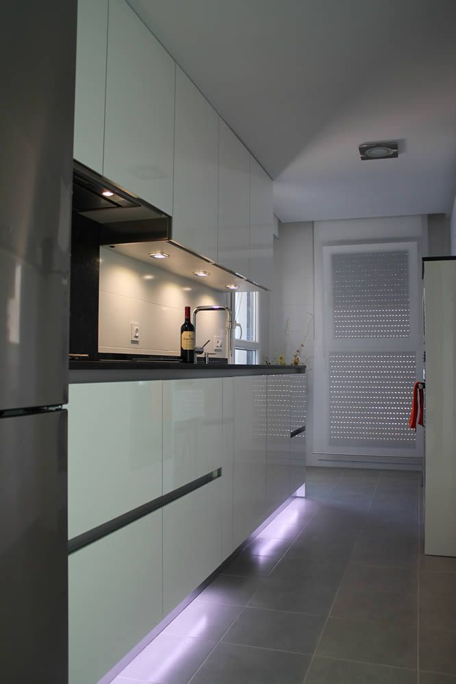 Cocinas dise o de cocinas en pinto rey gola blanco - Cocinas en negro ...
