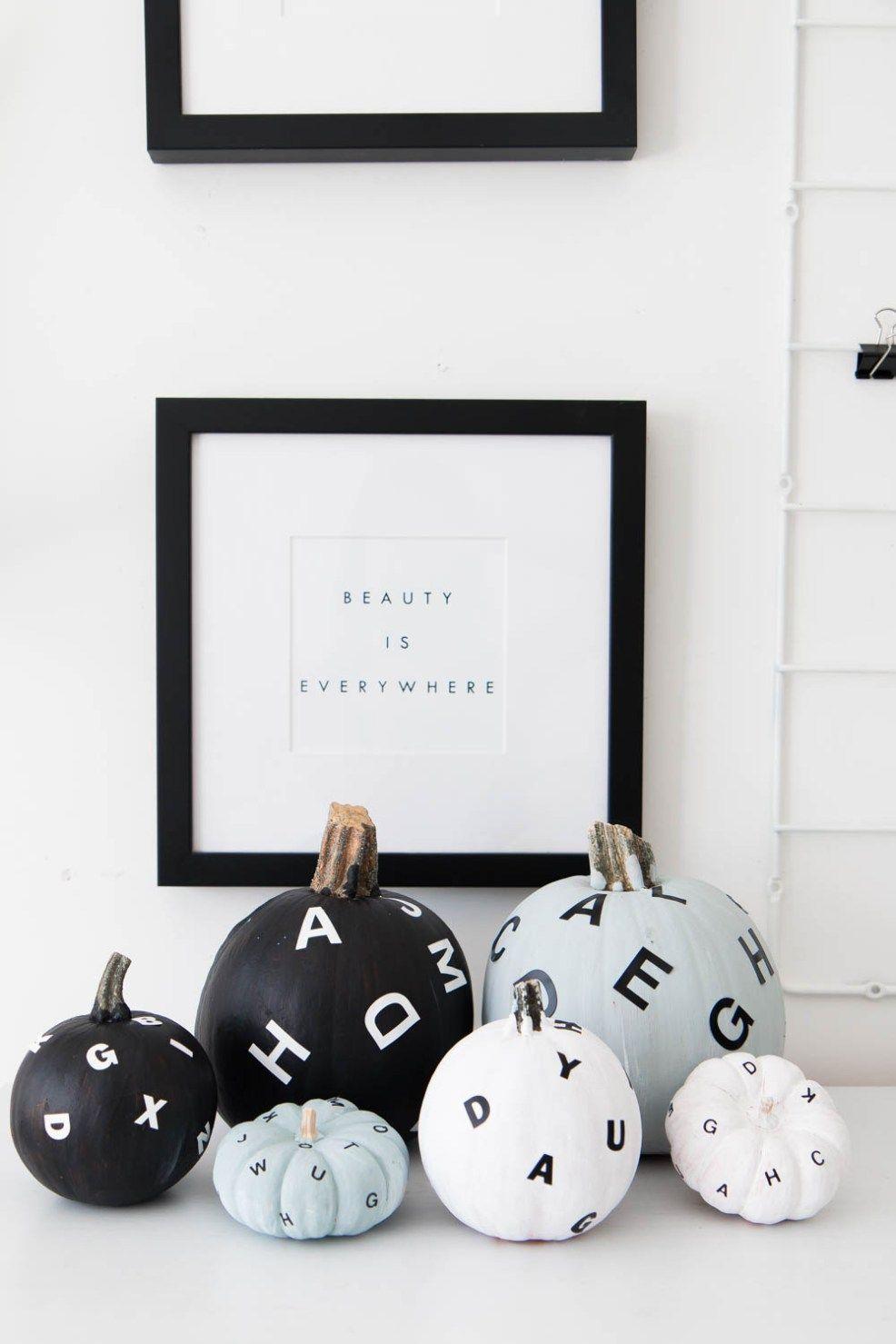 Diy Flying Letter Painted Pumpkins Mit Bildern Kurbisse Anmalen Kurbis Dekorieren Herbst Dekor